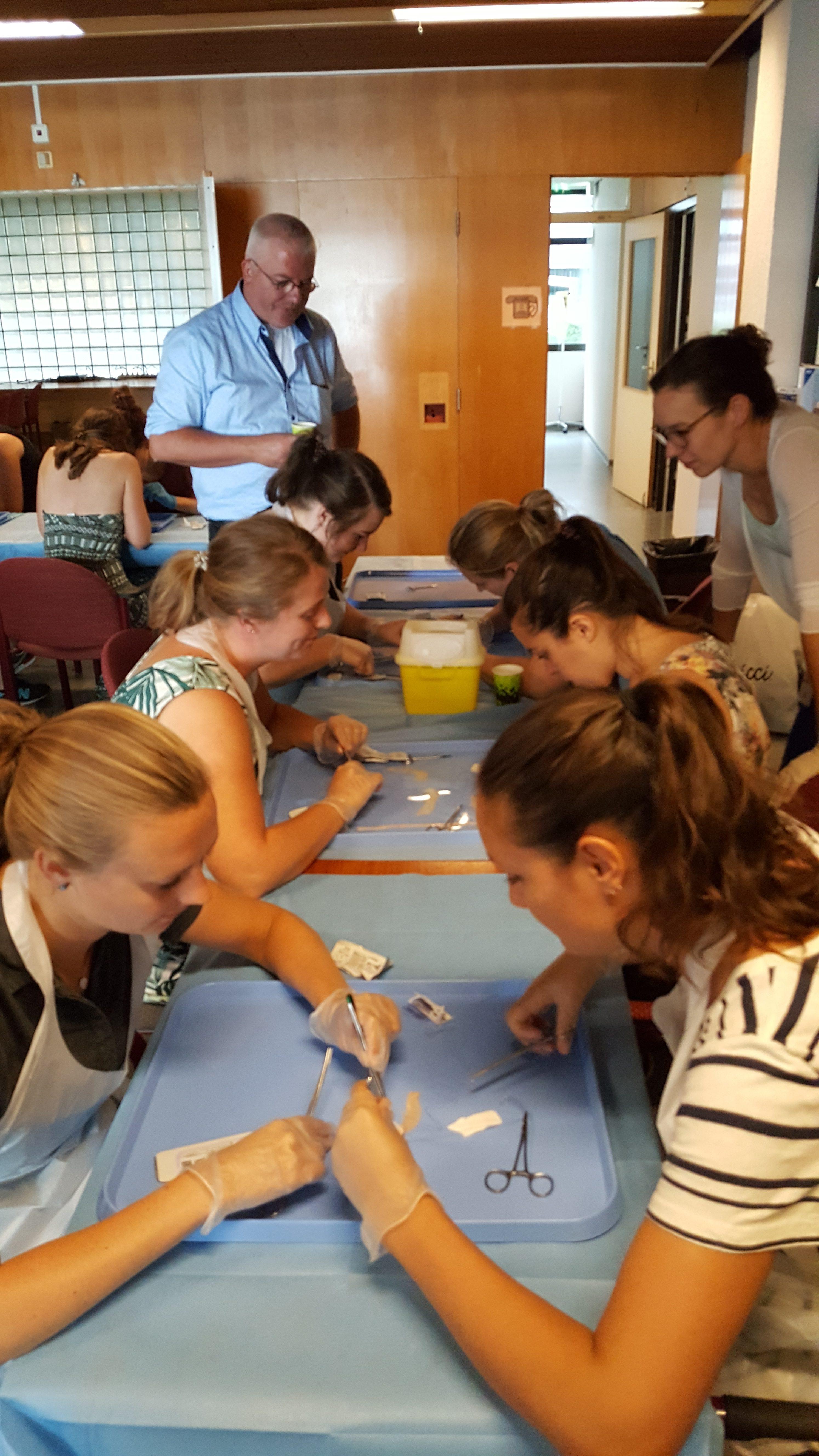 Nu: Ellen organiseert samen met de NSIS jaarlijks de darmnadencursus voor aanstormende AIGT'ers