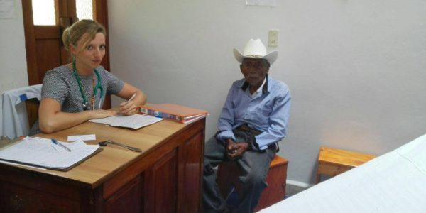 Jessica werkzaam als arts in het ziekenhuis in Altamirano, Chiapas