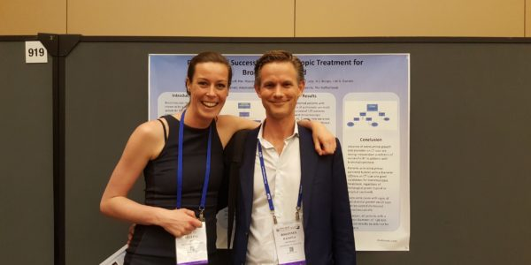 Nu: Ellen en collega op een congres in de Verenigde Staten