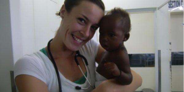 Toen: Ellen en een van haar patiëntjes in Mseleni Hospital