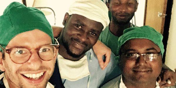 Thom werkt in Haydom samen met lokale artsen en verpleegkundigen