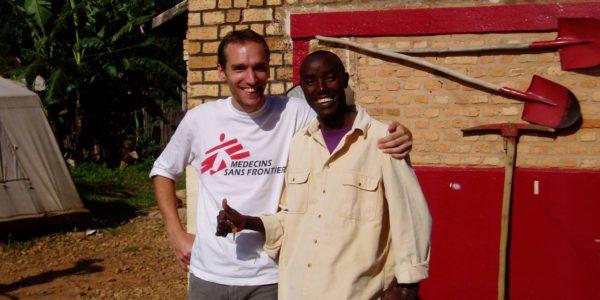 Toen: Bart met een lokale college tijdens zijn werkzaamheden voor AzG in Ruyigi, Burundi
