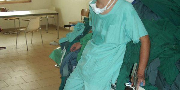 Toen: Even bijkomen na een operatie in Makeni, Sierra Leone