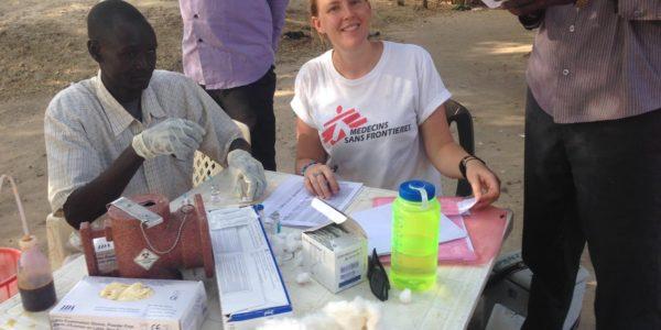 Tessa tijdens een vaccinatiecampagne in Zuid Soedan